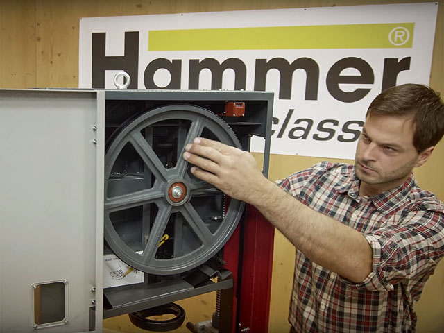 Changing the bandsaw blade