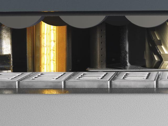 Infrarot-Heizlampe<br>für bessere Kantenhaftung bei kalten Werkstücken