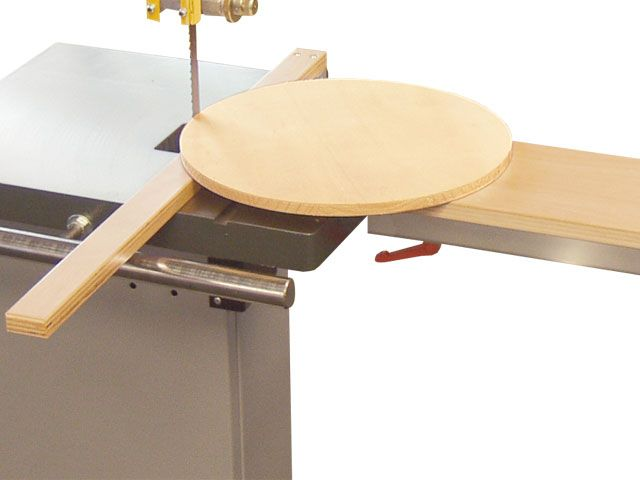 Circle cutting device