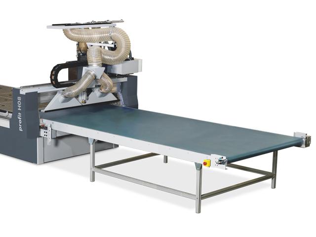 Automation with unloading unit including electromotive offloading pusher