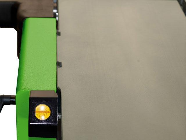 Mesa de cepillo con guía prismática