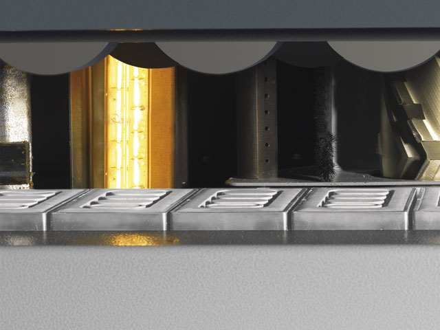 Infrared lamp<br>for an improved edge adhesion when processing cold workpieces