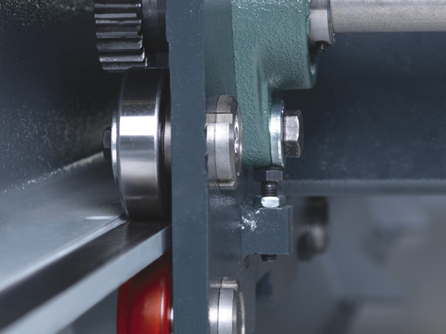 Double measuring system on the material pusher